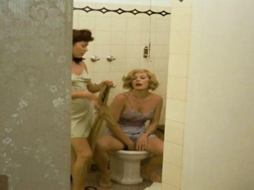 Hannelore Elsner, Elke Sommer naked – Die Reise nach Wien (1973)