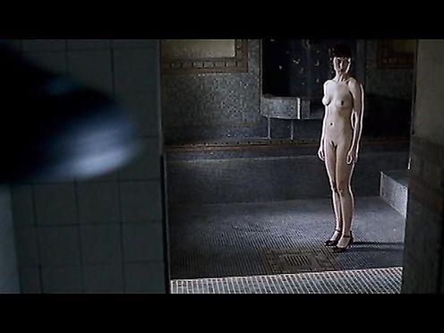 Olga Kurylenko – L'Annulaire (2005)