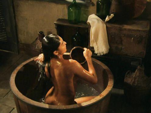 Juliana Paes naked – Gabriela (2012)