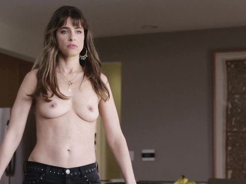 Amanda Peet naked – Togetherness S01 (2015)