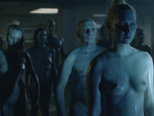 Evan Rachel Wood naked, Angela Sarafyan – Westworld S01E01 (2016)