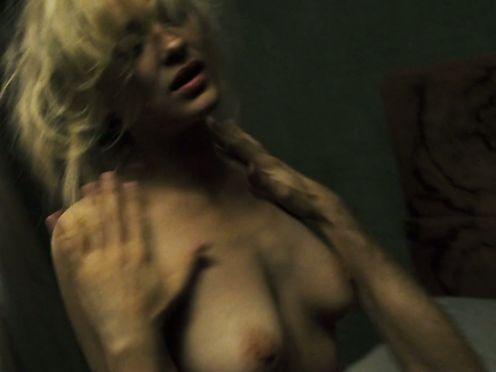 Marion Cotillard naked- La boite noire (2005)