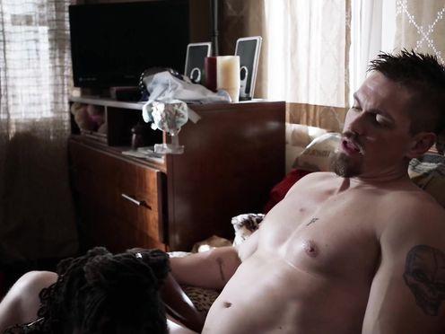 Shanola Hampton, Emmy Rossum naked – Shameless S07 E011 (2016)
