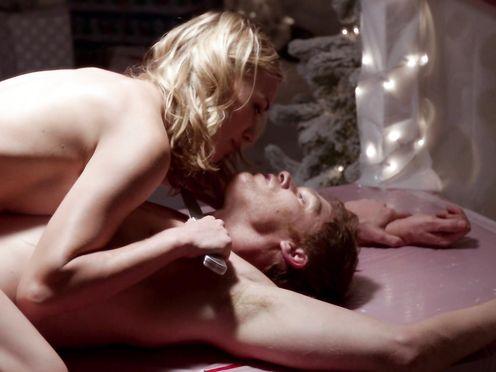 Yvonne Strahovski sexy naked- Dexter S7 (2013)