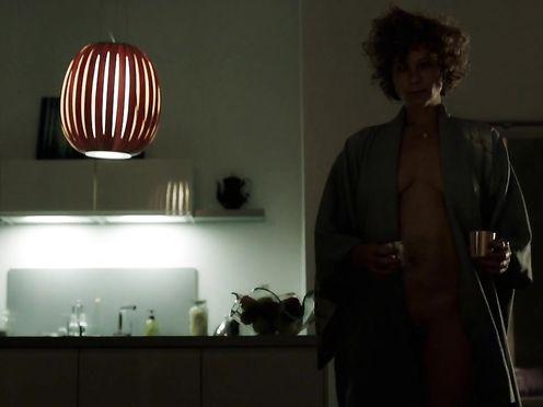 Anna Schafer naked – Tatort Die Liebe, ein seltsames Spiel (2017)