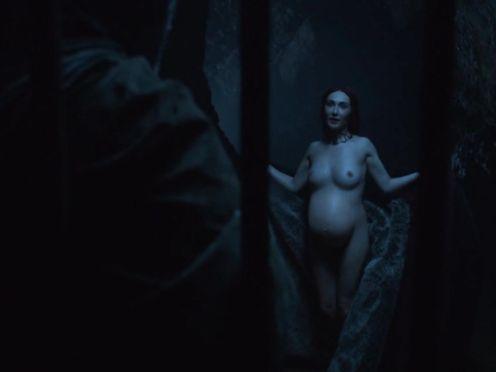 Carice Van Houten naked – GAME OF THRONES (S02 E04)