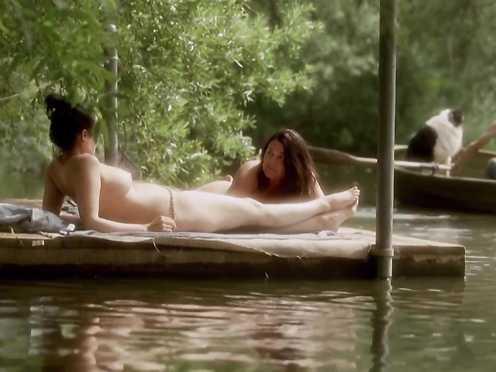 Hanna Hall naked – Happiness Runs (2010)