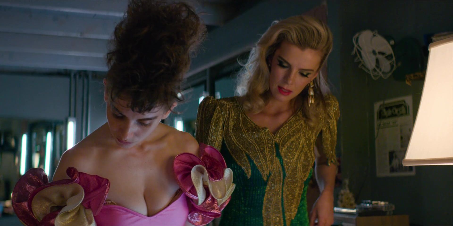 Alison Brie Nuda alison brie, kate nash nude - glow s03e08-10 (2019) » nude