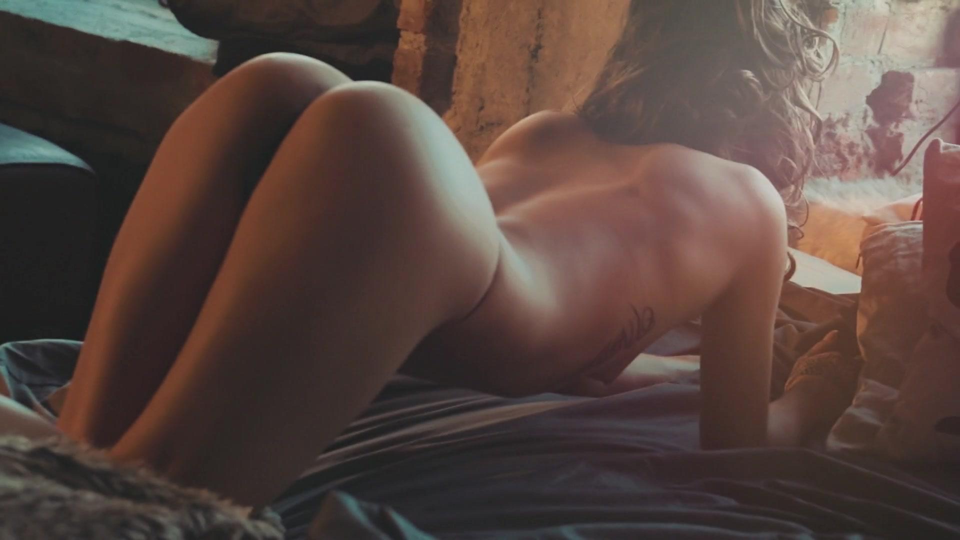 Jessie Pinnick  nackt