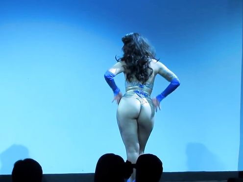 Nude Chinese Art Spectacle – Miyuki Divine – The Burlesque Undress