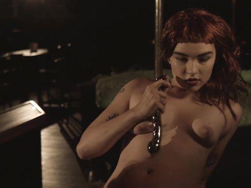 Naked Model Dance in Motel