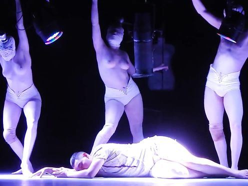 Naked on Stage – Magdalena Radlowska Art PARTE