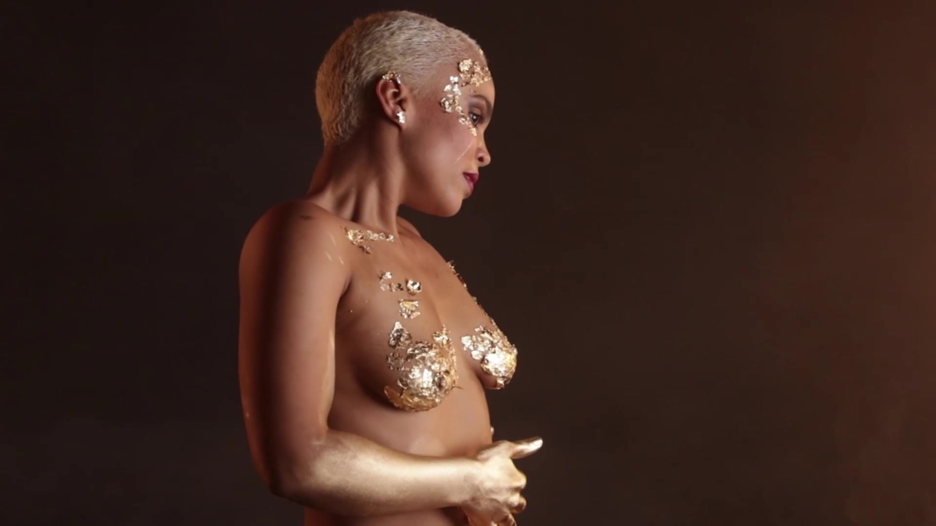 Naked On Stage Performance - Ufo Extreme Gold Art Video -3908