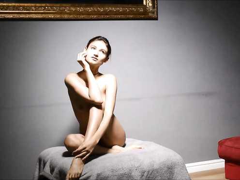 Naked Brunette – Photoshot