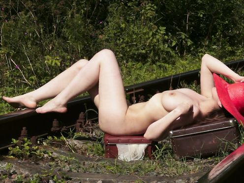 Nude Model – Summer of Valerie