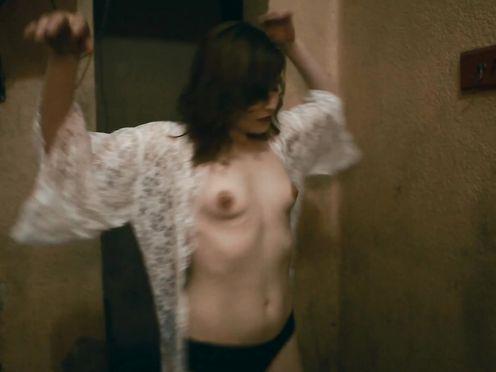 Killer Public Girl – Nude on Street