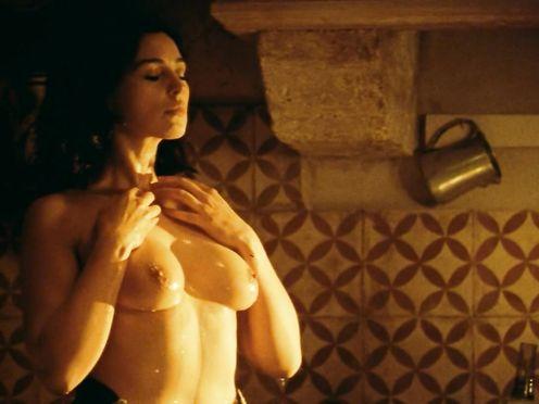 Monica Bellucci nude – Malèna (2000)