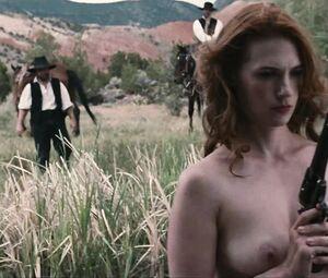 Emilia Jones  nackt