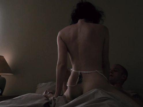 Jena Malone, Lisa Joyce naked – The Messenger (2009)