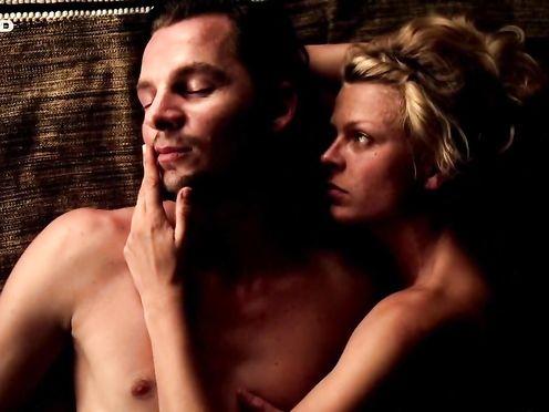 Isabell Gerschke naked – Fluss des Lebens – Verloren am Amazonas (2013)
