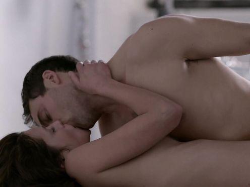 Hannah Ware nude – Betrayal S01E01 (2013)