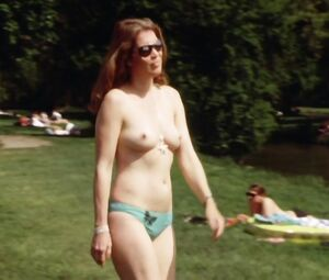 Anja Nejarri  nackt