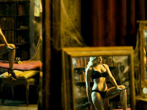 Carolina Bang, Macarena Gomez naked- Las brujas de Zugarramurd (2016)