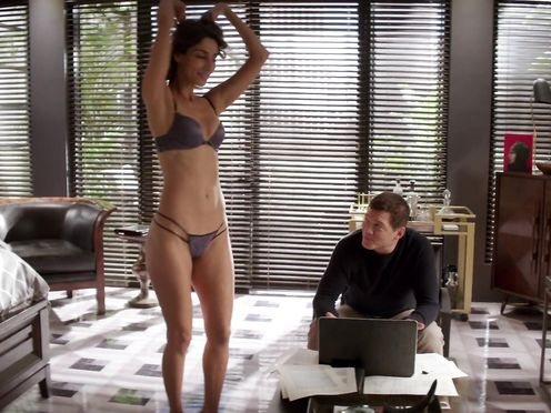 Lisa Edelstein, Necar Zadegan nude – Gfs Guide to Divorce S02E12 (2016)
