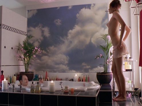 Helena Noguerrai naked – Ah! Si j'étais riche (2002)