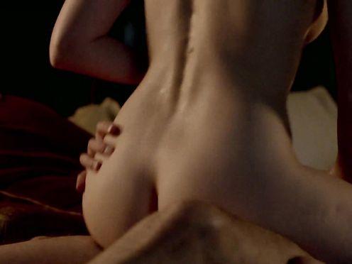 Holli Dempsey, Eloise Smyth naked – Harlots S01E01 (2017)