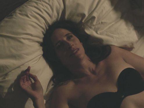 Jamie Chung, Michaela Watkins nude – Casual S03E05 (2017)