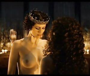 Anna schudt nackt
