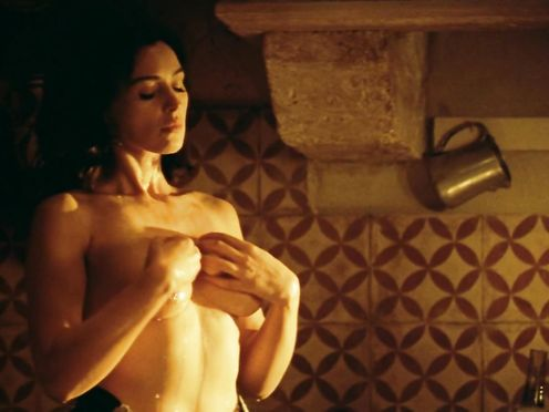 Monica Bellucci naked – Malena (2000)