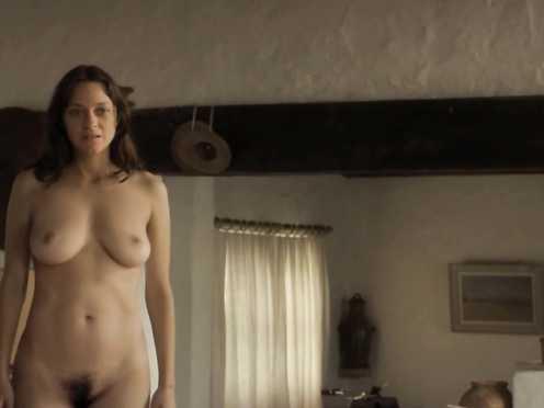 Marion Cotillard naked – Les fantomes d'Ismael (2017)