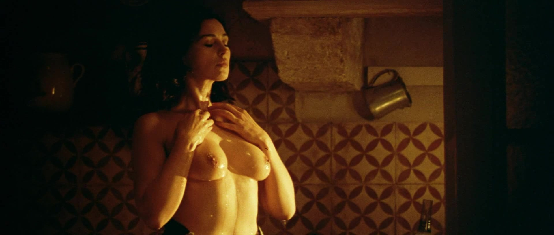 Monica bellucci naked in malena