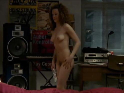 Lilian Naumann naked – Oben ohne S01E02 (2007)
