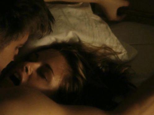 Kristen Stewart naked – On The Road S1E1