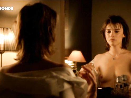 Agathe de La Boulaye naked – Petits arrangements avec ma mere (2011)