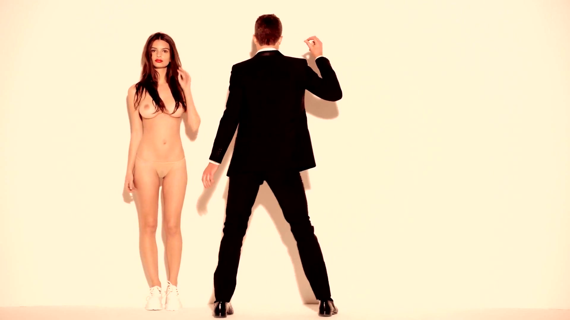 Emily Ratajkowski - Blurred Lines Uncensored With Nude -1732