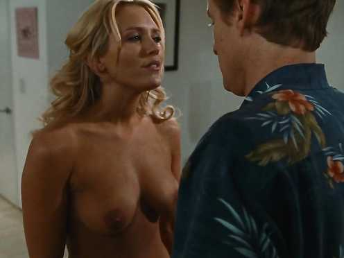 Nicky Whelan naked – Hall Pass (2011)
