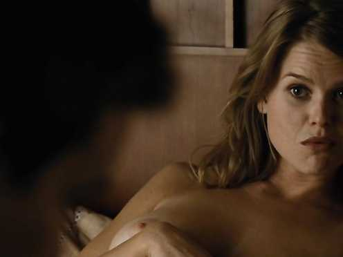 Alice Eve naked – Crossing Over (2009)