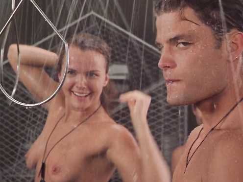 Dina Meyer nude – Starship Troopers (1997)