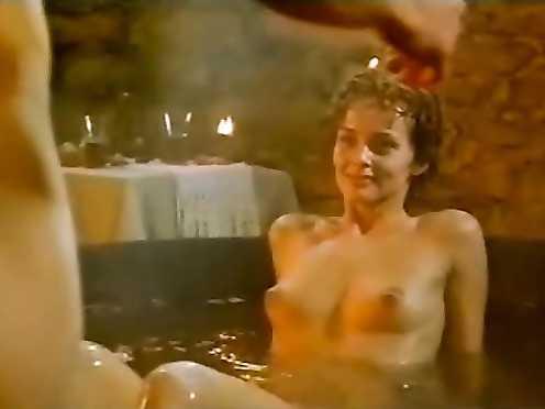 Izabella Scorupco nude, Erika Hoghede nude – Petri tarar (1995)