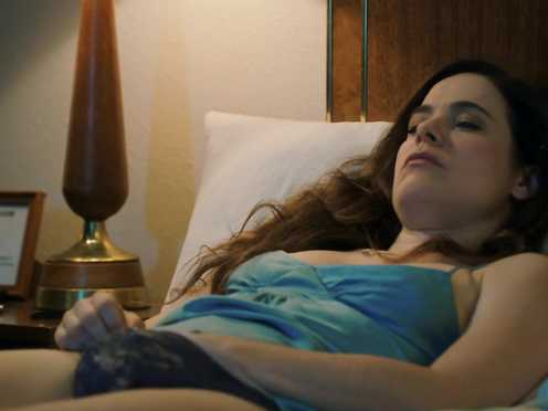 Caroline Dhavernas Naked – Easy Living (2017)