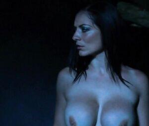 Anna Thompson  nackt