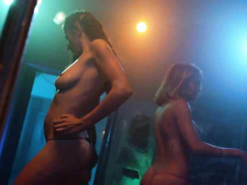 Levy Tran, Alexanne Wagner, Emmy Rossum Naked – Shameless s08e04 (2018)