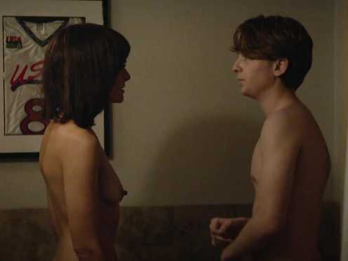 Frankie Shaw Naked – SMILF s01e08 (2017)
