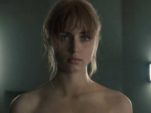 Mackenzie Davis Naked – Blade Runner 2049 (2017)