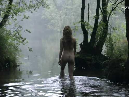 Marta Bryla Nude – Korona krolow s01e01 (2017)