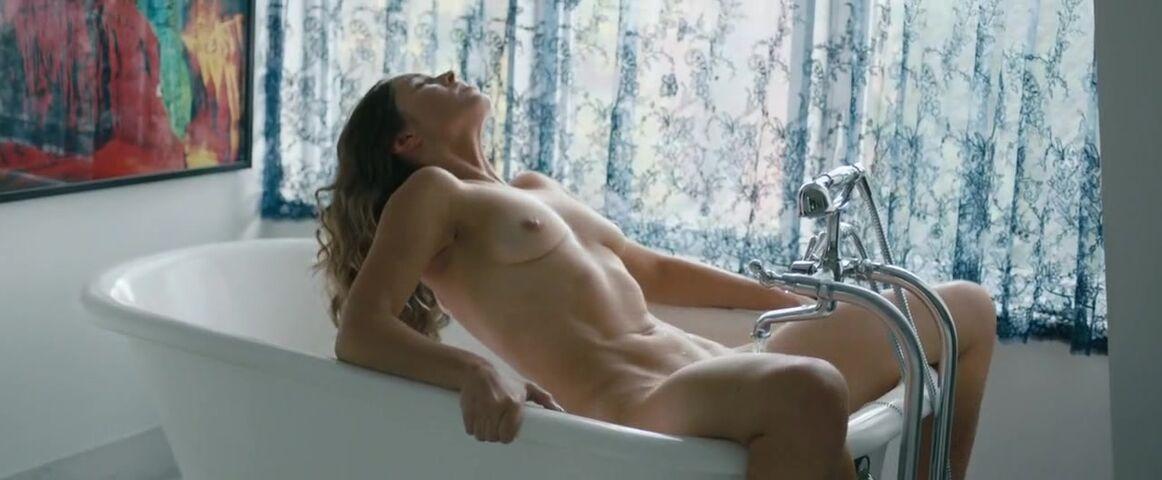 Natalie Krill  nackt